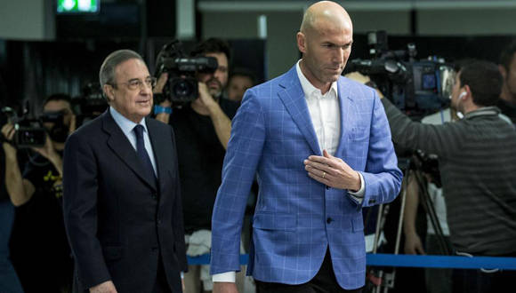 Zinedine Zidane, en primer plano, y Florentino Pérez, entrenador y presidente del Real Madrid. Foto: Tomada de www.lavanguardia.com