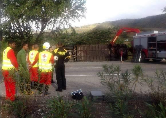Las autoridades investigan los detalles del accidente. Foto: Miguel Noa Menéndez.
