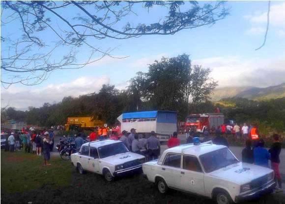 El ómnibus que cubría la ruta Cienfuegos-Santiago de Cuba se accidentó en la localidad de Boniato, Santiago de Cuba. Foto: Miguel Noa Menéndez.