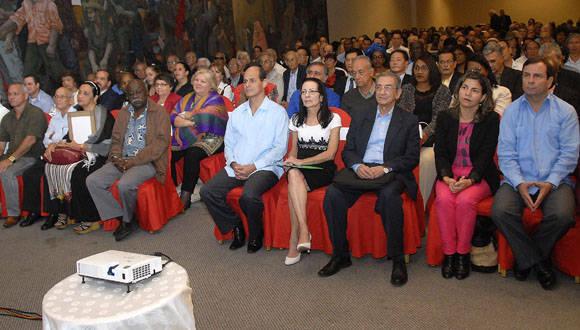 44 representantes de países tan distintos como Angola, Puerto Rico, Vietnam, Siria, Nicaragua o Indonesia celebraron los 50 años de la OSPAAL. (Foto: Abel Rojas Barallobre/ Juventud Rebelde)