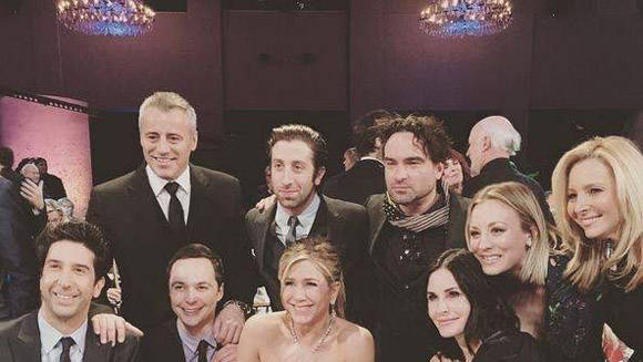 Actores de serie Friends se reunen con los de The Big Bang Theory.