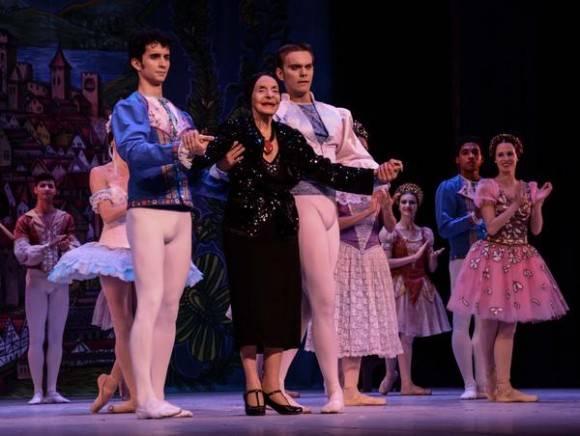 La Prima Ballerina Assoluta Alicia Alonso (C), asistio a la Gala dedicada al Triunfo de la Revolución, en la reapertura del Gran Teatro de La Habana Alicia Alonso, el 1 de enero de 2016. ACN FOTO/Marcelino VAZQUEZ HERNANDEZ