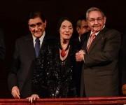 El General de Ejército Raúl Castro Ruz (D), Presidente de los Consejos de Estado y de Ministros, junto a la Prima Ballerina Assoluta Alicia Alonso (I), asistieron a la Gala dedicada al Triunfo de la Revolución, en la reapertura del Gran Teatro de La Habana Alicia Alonso, el 1 de enero de 2016.  ACN FOTO/Marcelino VAZQUEZ HERNANDEZ