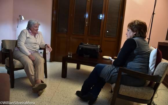 Lucía Topolansky conversa con la periodista Arleen Rodríguez, en entrevista para la Mesa Redonda, el 25 de enero de 2016