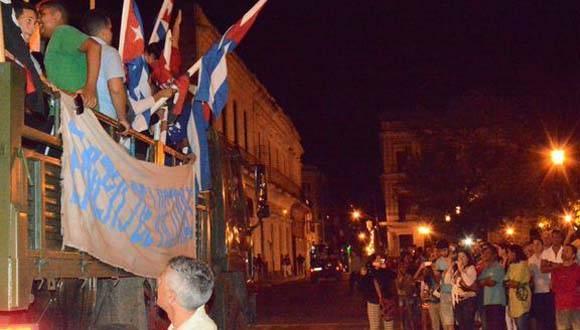Jóvenes reeditan  paso por la ciudad, de la Caravana de la Libertad, en  Matanzas, Cuba, el 7 de enero de 2016.  ACN  FOTO/ Roberto Jesús Hernández
