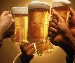 El hábito de beber cerveza es beneficioso para la salud gracias a la alta concentración que tiene esta bebida de xanthohumol. Foto: Excélsior