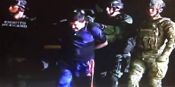 El Chapo conducido a prisión. Foto: Captura de la TV
