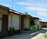 Contenedores empleados de forma ilícita como viviendas, afectan la imagen del corredor turístico entre la ciudad de Matanzas y la de Cárdenas. Fotos: Yenli Lemus Domínguez.