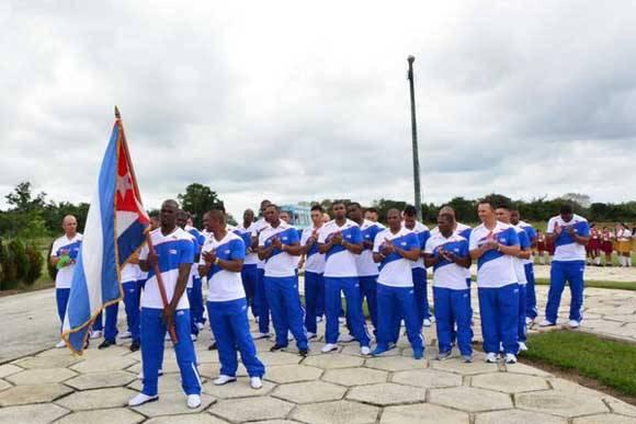 Ceremonia de abanderamiento al equipo de béisbol Tigres de Ciego de Ávila, que representará a Cuba en la Serie del Caribe. Foto: Osvaldo Gutiérrez Gómez/ACN