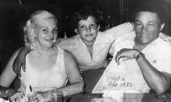 Foto familiar con Abdel Rasalps. hijo de Miguel Ángel Rasalps, ambos apodados Lele.