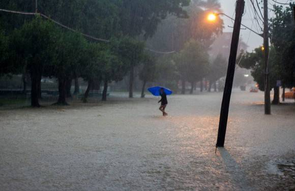 Las lluvias toman La Habana. Foto: Fernando Medina.