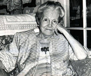 Dulce María Loynaz. Foto:Juvenal Balán, 18-4-91. Loyn0007