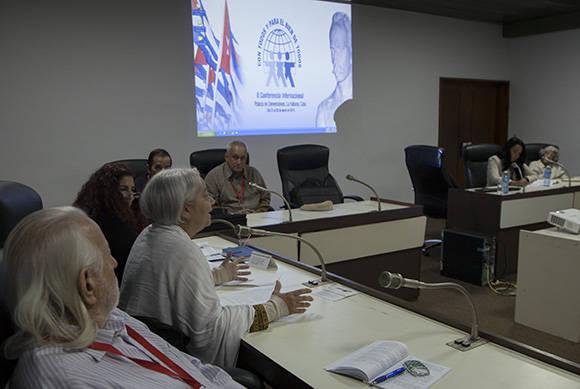 Discusión en Comisiones durante II Encuentro Internacional Con Todos y para el bien de todos. Foto: Ismael Francisco/ Cubadebate.