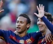 En el Camp Nou, Barcelona y Granada se vieron las caras. Lionel Messi anotó un triplete y Neymar convirtió el cuarto tanto 'Azulgrana'.