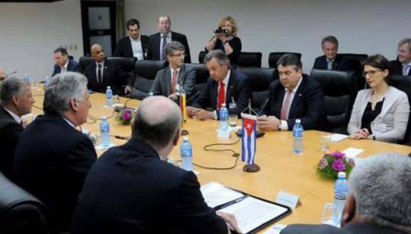 El primer vicepresidente cubano, Miguel Díaz-Canel Bermúdez, recibe al vicecanciller y ministro de economía de Alemania, excelentísimo señor Sigmar Gabriel. Foto: Juvenal Balán/Granma.
