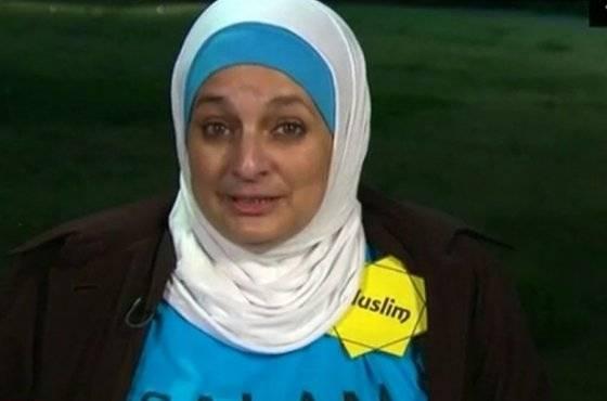musulmana expulsada en protesta pacífica