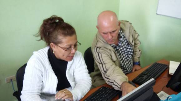 Sonia Fernández Ramirez, Directora jurídica de la ONAT, aclaró las dudas de los usuarios en el forodebate. Foto: Darío Alemán/ Cubadebate