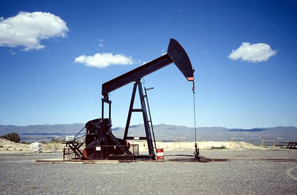 El precio del petróleo baja hasta los niveles de hace 12 años. Foto tomada de Capital Radio.