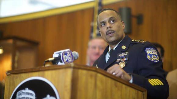 Richard Ross, comisionado de la Policía de Filadelfia, en el estado estadounidense de Pensilvania (noreste), ofrece una rueda de prensa sobre el tiroteo de un agente policial, 8 de enero de 2016. Foto: AP