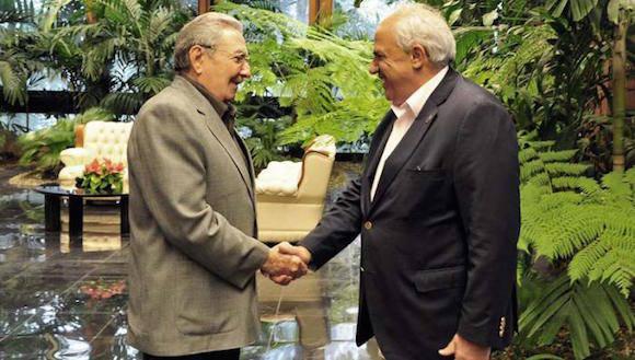 El Presidente cubano Raúl Castro y el Secretario General de UNASUR, Ernesto Samper. Foto: Estudios Revolución