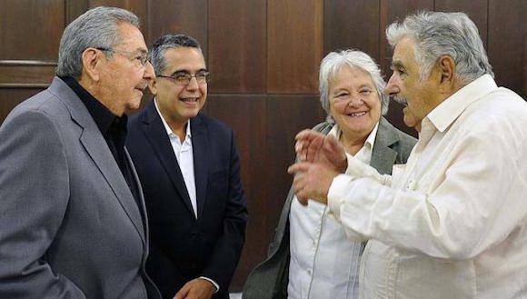 El Presidente Raúl Castro, el Vicecanciller Marcelino, la senadora Lucía Topolansky y Pepe Mujica. Foto: Estudios Revolución