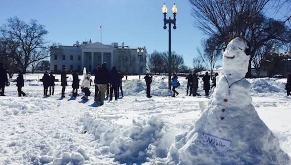 Snowden, el hombre de nieve en la Casa Blanca. Foto: alex_rosen/ Instagram