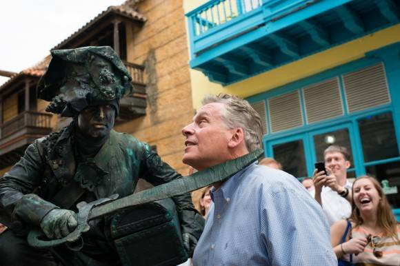 El Gobernador de Virginia en La Habana Vieja. Foto: The Washington Post