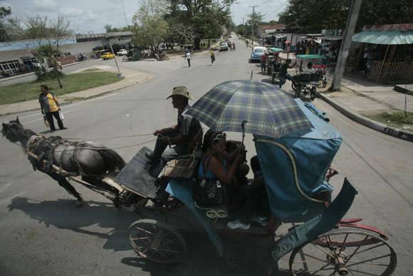 ¡A Bayamo en coche! Foto: Ismael Francisco/Cubadebate.