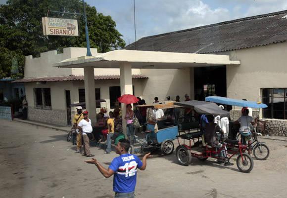 La terminal de bicitaxis. Foto: Ismael Francisco/Cubadebate.