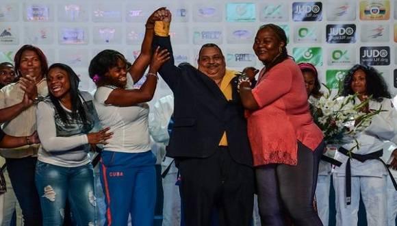 El profesor Rolando Veitía (C),durante su retiro oficial, en el Grand Prix de Judo. Foto: Marcelino Vazquez/ACN