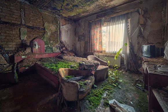 Habitación de un hotel abandonado. Foto: Matthias Haker.