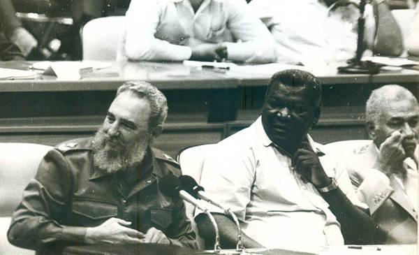 Fidel conduce las sesiones del 4to Congreso del PCC. Foto: Archivo de Juventud Rebelde