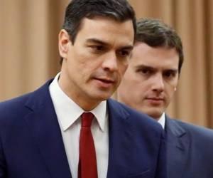 Para Rajoy será imprescindible la abstención o el apoyo de Pedro Sánchez y Albert Rivera (der.). Foto: Archivo.
