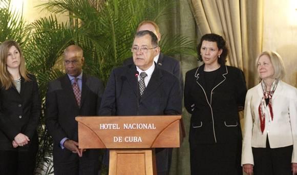 Adel Yzquierdo, ministro de Transporte de Cuba, durante sus declaraciones. Foto: José Raúl Concepción/Cubadebate.