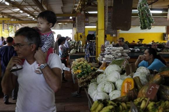 Los mercados mejor abastecidos suelen ser los de oferta y demanda. Foto: José Raúl Concepción/Cubadebate.
