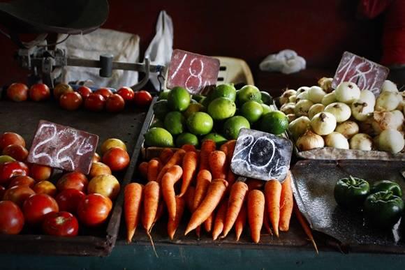 Alimentos siguen con precios elevados