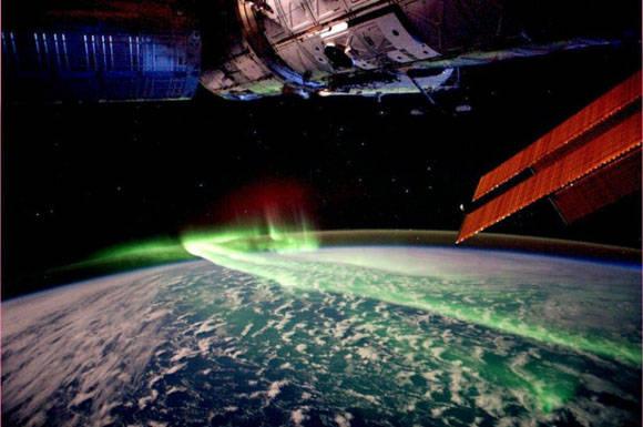 Así se ve una aurora boreal desde el Espacio. Foto. imgur.