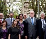 Riad al Malki (centroderecha) junto a las delegaciones de Cuba y Palestina que participaron en el homenaje a Yasser Arafat. Foto: Marcelino Vázquez Hernández/ACN.