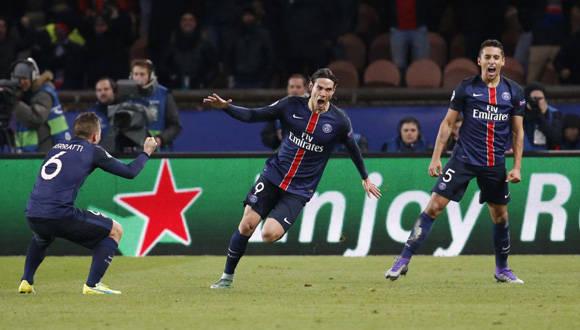 Cavani celebra su gol, a su lado están Verrati y Marquinhos. Foto: Reuters.
