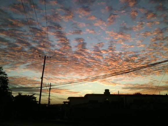 Cielo al amanecer. Foto:  Yaisel Ricardo Pérez / Cubadebate