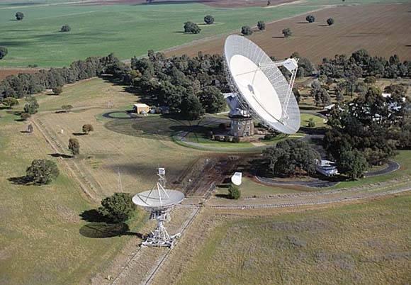 """Compara las imágenes anteriores con un radiotelescopio """"normal"""". Este se ubica en Nueva Zelanda y tiene 64 metros de diámetros. Foto: John Sarkissian."""