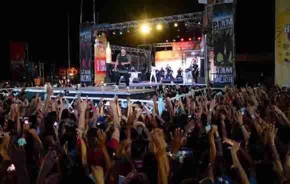Concierto del popular dúo reguetonero Gente de Zona y el proyecto PMM, ofrecido en la Plaza de la Revolución Ignacio Agramonte, en Camagüey, el 24 de febrero de 2016. ACN FOTO/ Rodolfo BLANCO CUÉ