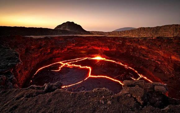 El lago de lava del volcán Erta Ale en Etiopía. Foto. imgur.