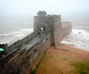 Es aquí, en el condado de Shanhaiguan, en la costa donde comienza la Gran Muralla de China. Este lugar se llama «cabeza del dragón. Foto. imqur.