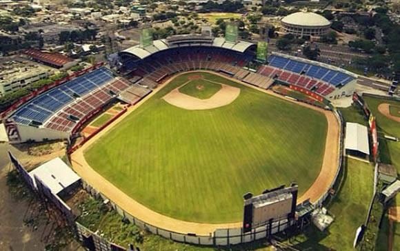 Estadio Quisqueya Juan Marichal, donde tuvo lugar el partido de Cuba vs Ouerto Rico en la Serie del Caribe.