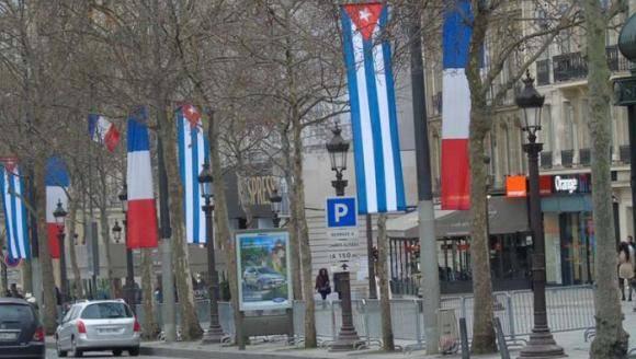 Francia engalanada para visita de Raúl 580