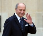 French Foreign Minister Laurent Fabius waves as he leaves the presidential Elysee Palace after attending the weekly cabinet meeting in Paris on August 1, 2012. AFP PHOTO BERTRAND LANGLOIS