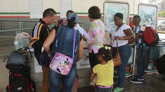 Arriban a México nuevo grupo de 122 migrantes procedentes de Costa Rica