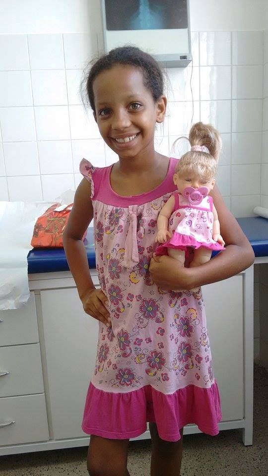 Nina y su muñeca