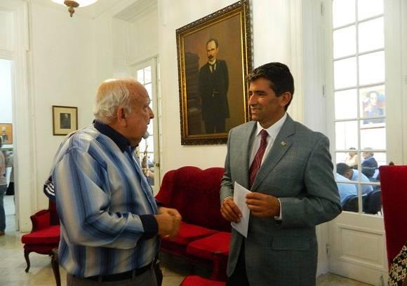 Raúl Sendic, Vicepresidente de la República Oriental de Uruguay,fue recibido en el Centro por Héctor Hernández Pardo, Subdirector del Programa Martiano de Cuba.Foto: Susana Tesoro/ Cubadebate.